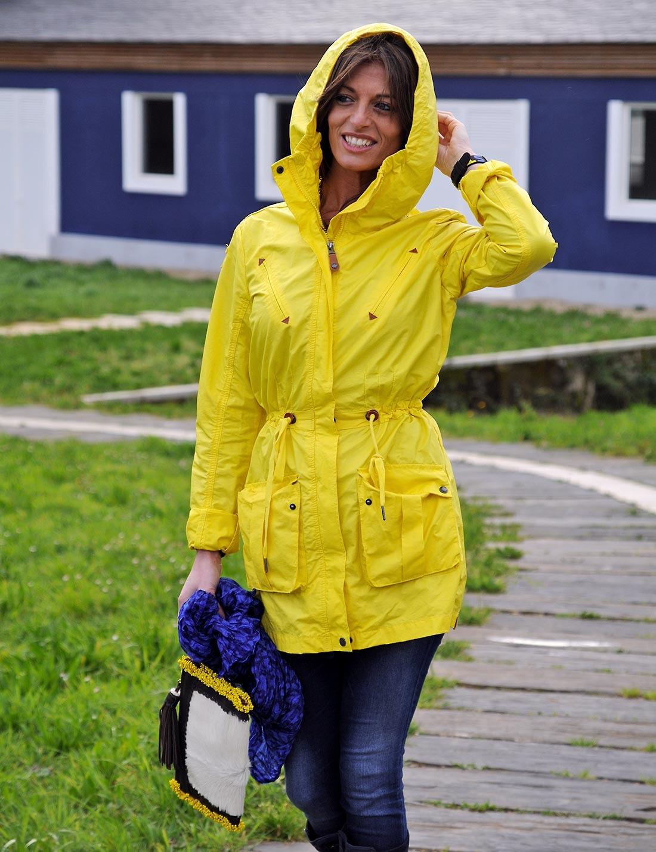 Amarillo bajo la lluvia