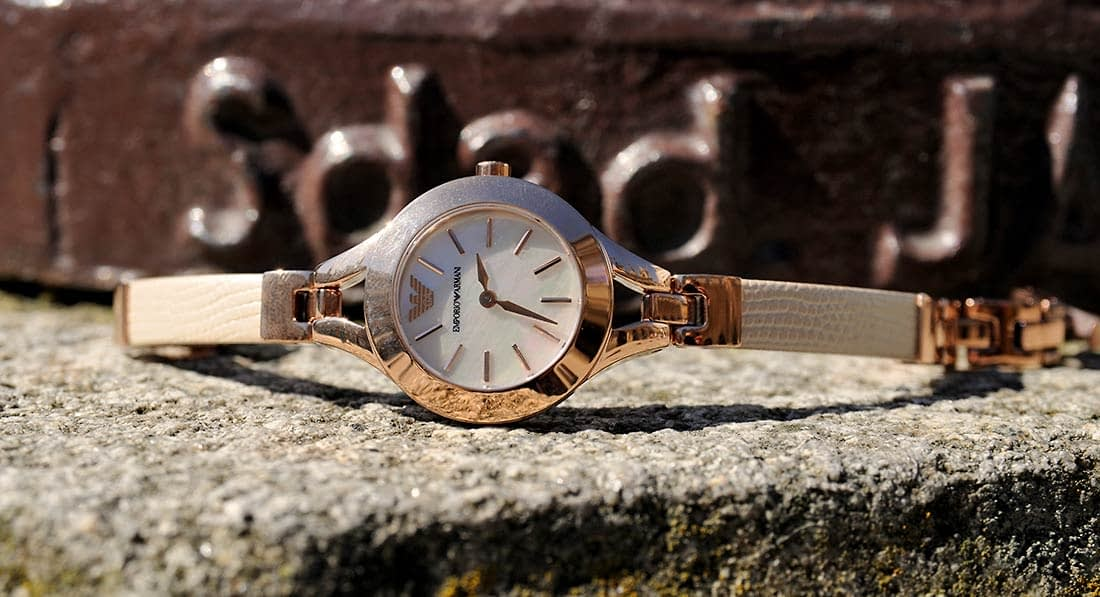 simply-mathilda-la-vi-en-rose-reloj-armani-1100x597
